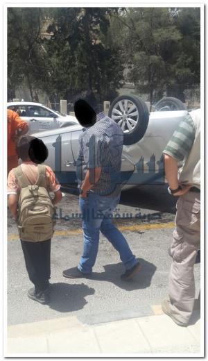 عمان: اصابة شخص اثر تدهور مركبته بمنطقة رأس العين..صور