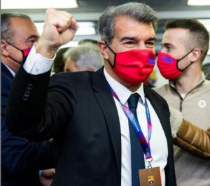 بالفيديو  ..  مكتسحا منافسيه ..  خوان لابورتا يعود إلى رئاسة برشلونة