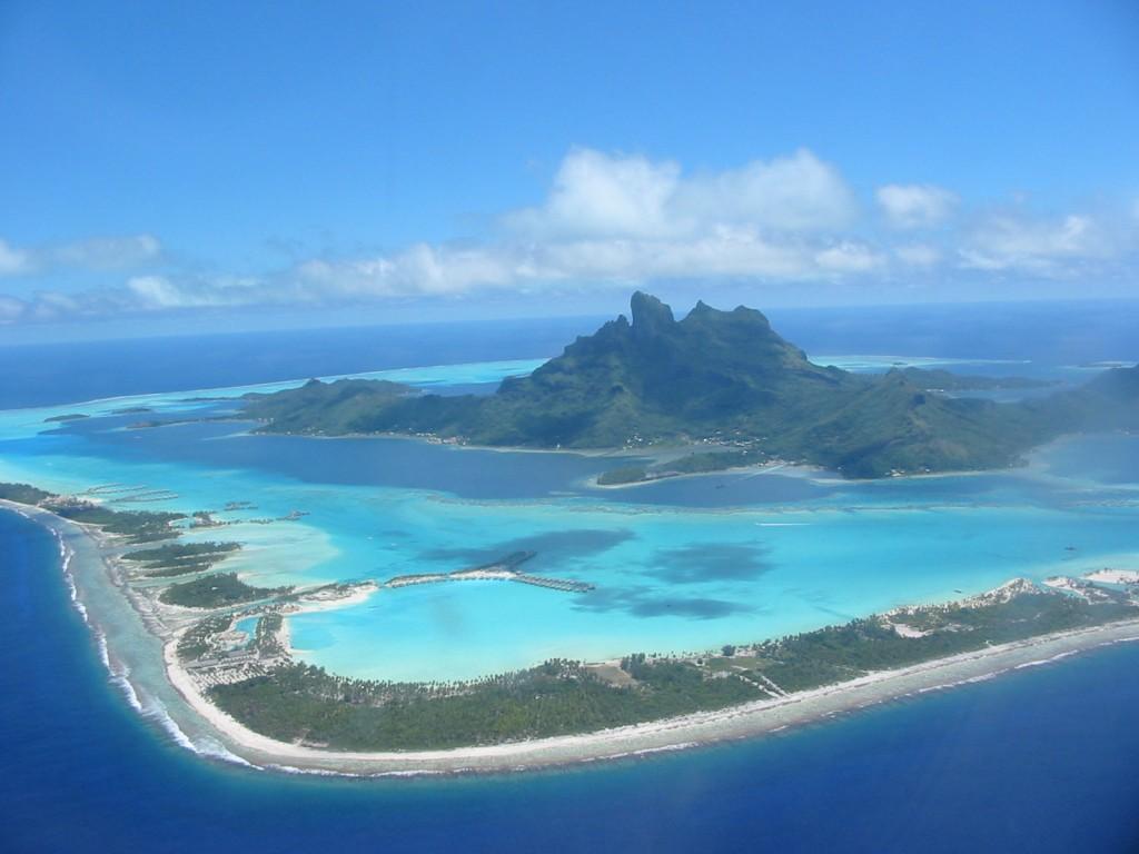 بالصور  ..  استمتع بالسياحة في جزيرة بورا بورا أجمل جزر المحيط