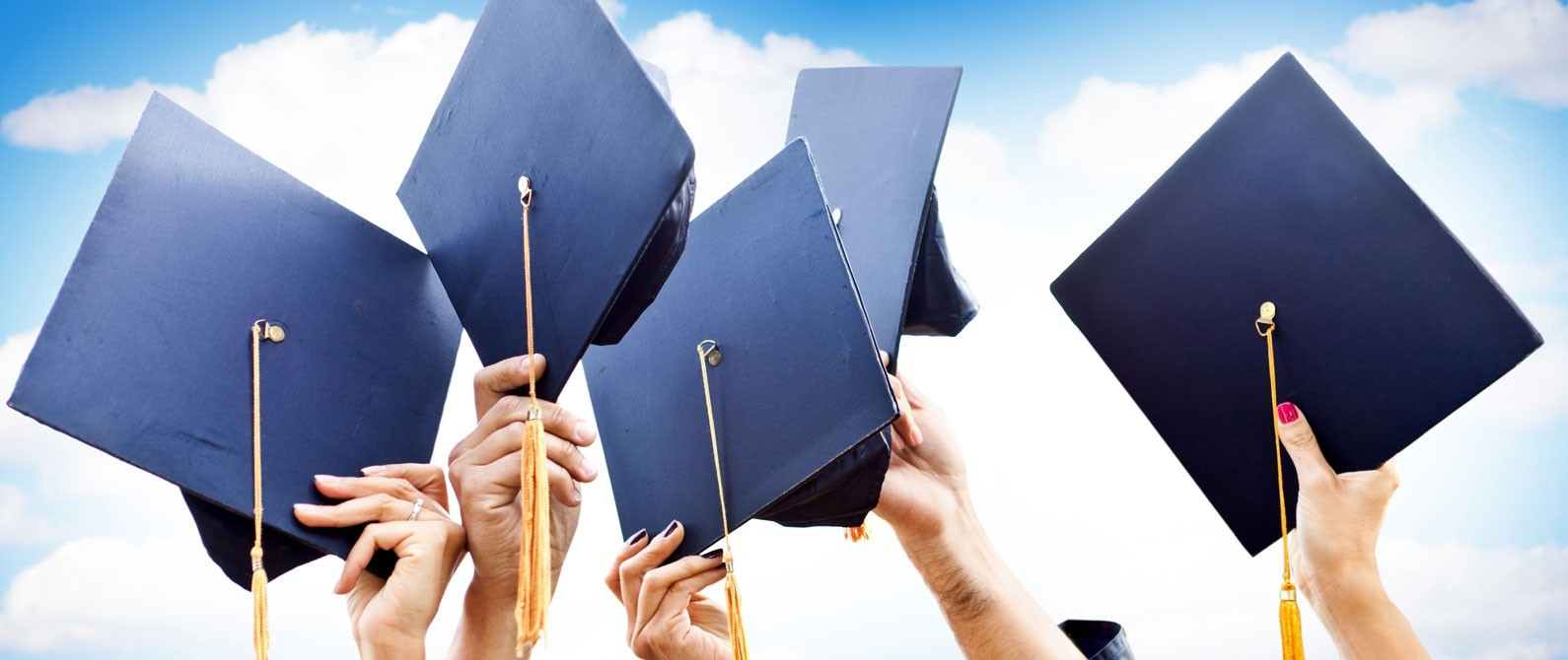 """خريجو """"العبري"""" من الجامعات يناشدون الحكومة والقطاع الخاص توظيفهم"""