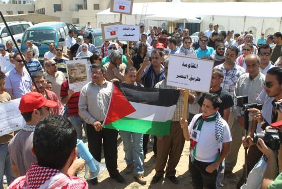 بالصور : مسيرة وسط البلد وإعتصام في الكالوتي تضامناً مع غزة ورفضاً للعدوان عليها