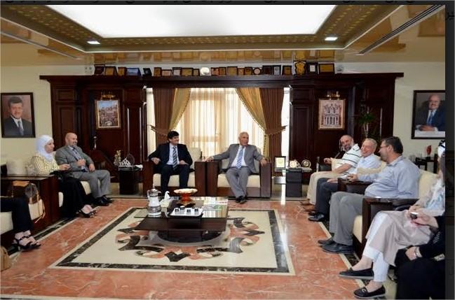 أسرة جامعة عمان الاهلية تتبادل التهاني بعيد الاضحى المبارك