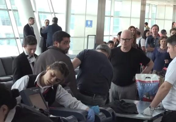 بالفيديو  ..  فتشوه بطريقة مهينة و أجبروه على خلع حذاءه  ..  هكذا طردت تركيا السفير الاسرائيلي
