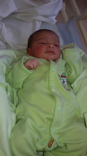 سلطان الرشدان مبارك المولودة الجديدة