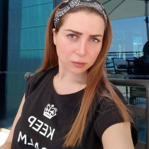 صورة :  أول صورة لمي عز الدين بعد جراحة تجميل الأنف