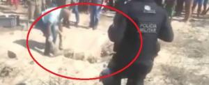 شاهدو بافيديو ..  ماذا فعل هذا الطبيب الشرعي 'السكران' في جثة قتيل!!