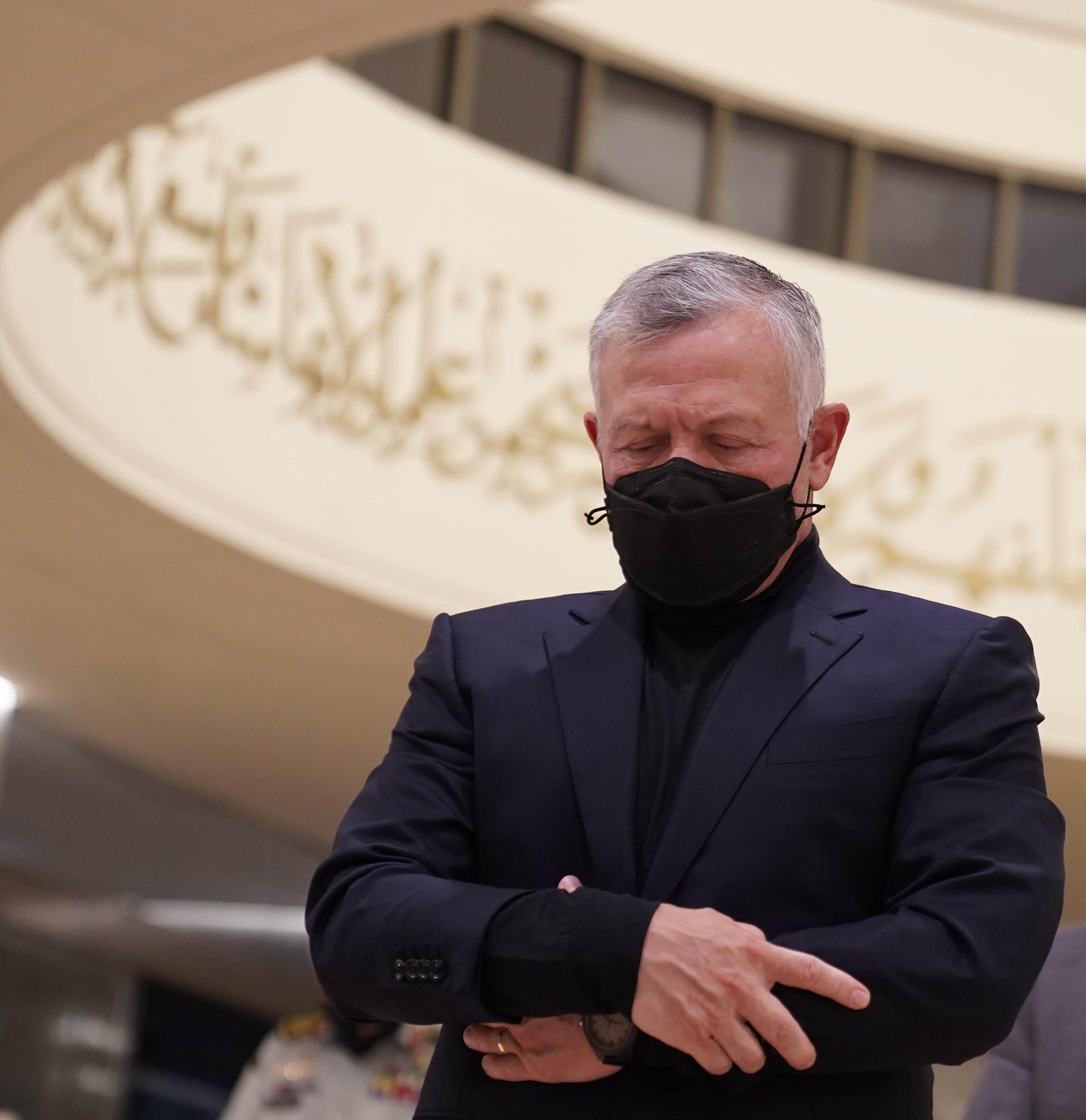 بالفيديو ..  الملك وولي العهد يحييان ليلة القدر بمسجد الهاشمية في عمان