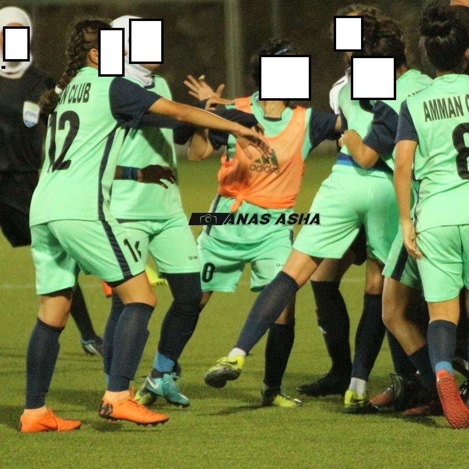 بالصور : مشاجرة عنيفة بين لاعبات بالدوري الاردني النسوي
