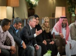 بالصور .. الملك يستقبل أسر شهداء التفجير الإرهابي الجبان