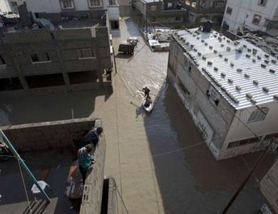القدس بدون كهرباء و انقطاع الكهرباء عن قرى كاملة في الضفة  ..  استمرار تأثير المنخفض حتى ساعات مساء اليوم، واسرائيل تقدم المساعدة لغزة
