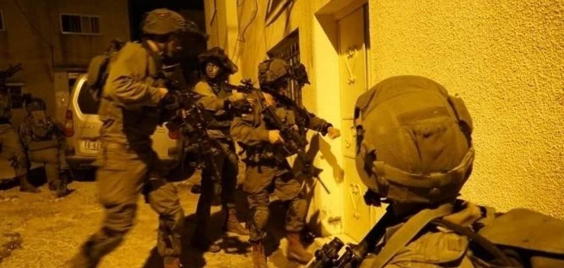 اعتقال 10 فلسطينيين خلال مداهمات في الضفة والقدس