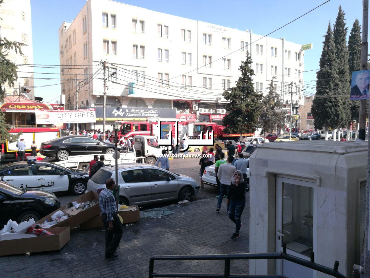 بالفيديو والصور ..  اصابة شخصين بضيق تنفس اثر حريق اندلع في سكن طلابي بالقرب من جامعة اليرموك