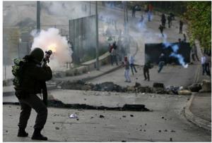 الاحتلال يعتدي بالضرب على شابين من بيت بيت إكسا