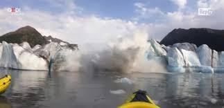 بالفيديو  ..  إنهيار ضخم لجبل جليدي في آلاسكا ..  هكذا كان المشهد