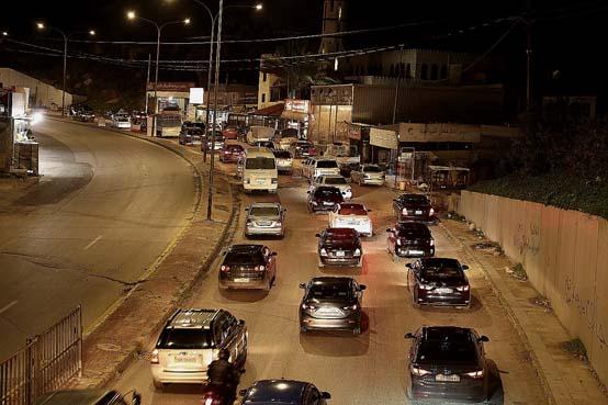 بالصور .. بعد الغاء حظر الجمعة  .. ازدحامات مرورية على طريق البحر الميت