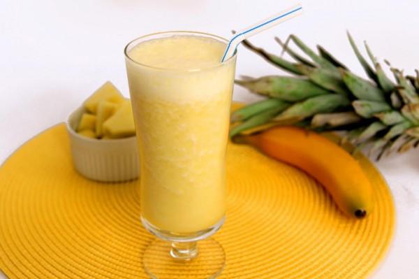 طريقة تحضير عصير الموز والأناناس