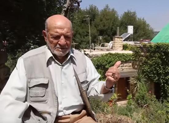 بالفيديو .. لاجئ مقدسي يعود لمنزله والمستوطن يطرده