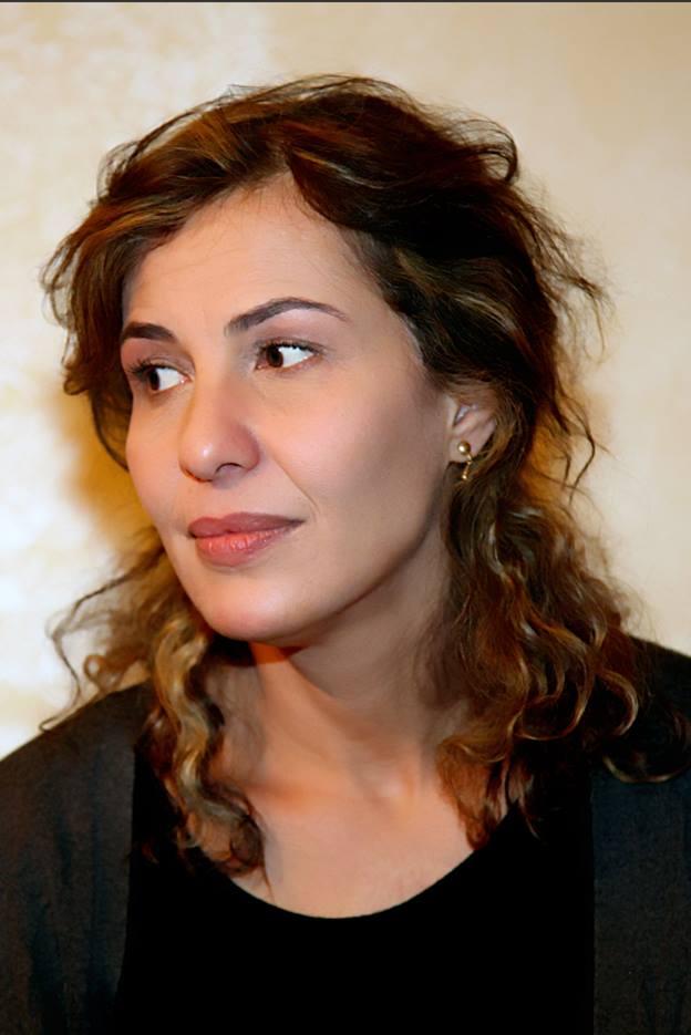 نادرة عمران تدير ندوة فنية بعنوان (قيمة الفن ونقد الذات )