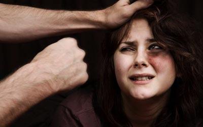 زوجي يحبني، ولكنه يضربني ويهين كرامتي