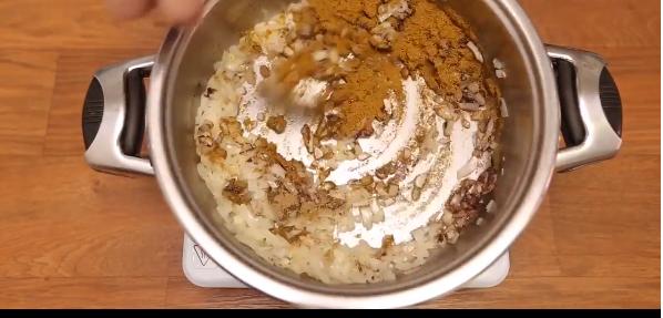 طريقة عمل فطيرة الدجاج بالكاري علة أصولها !