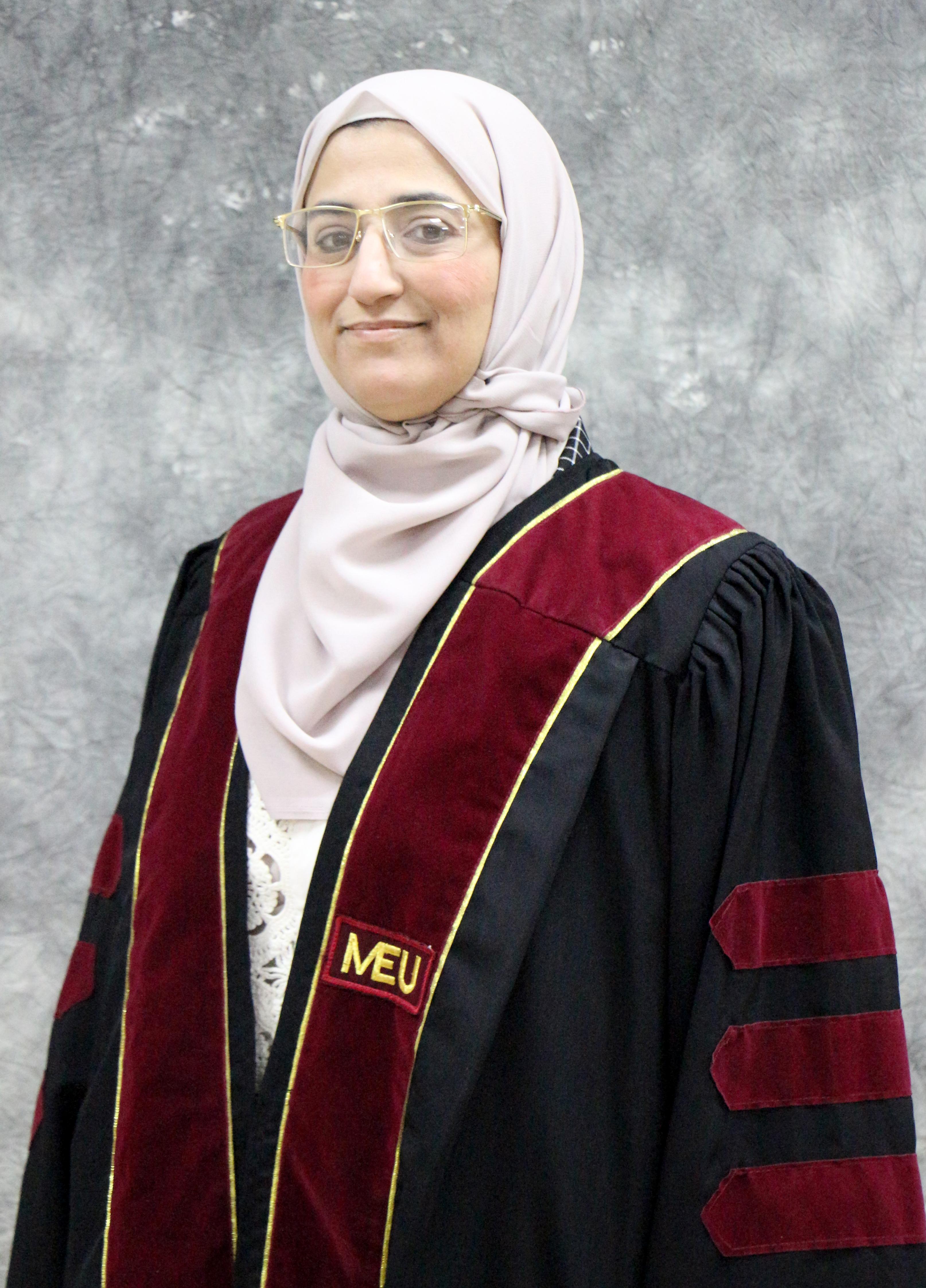 الدكتورة نوزت الجبور من جامعة الشرق الأوسط MEU  تبحث في خصائص الكيتوزان وطريقة التحلل المائي الحمضي