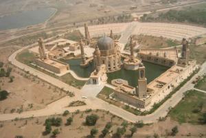 تعرف على مساجد صدام حسين العملاقة التي لم يكتمل بناؤها  .. صور