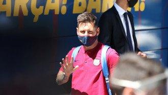 ليونيل ميسي يعرج قبل مباراة برشلونة وبايرن ميونخ