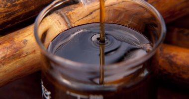 فوائد العسل الأسود أهمها علاج الروماتيزم ويساعد على نمو الشعر