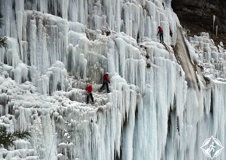 بالصور ..  تجمد شلال في الصين بسبب انخفاض درجة الحرارة