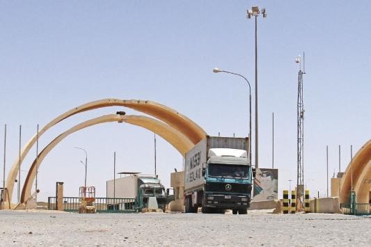 العراق: 713 شاحنة للنقل البري بين العراق والاردن يوميا