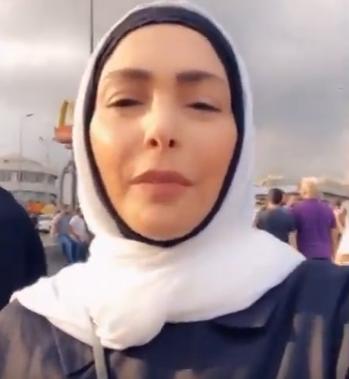 بالفيديو ..  أمل حجازي تظهر ببث مباشر من وسط مظاهرات لبنان وتردد النشيد الوطني
