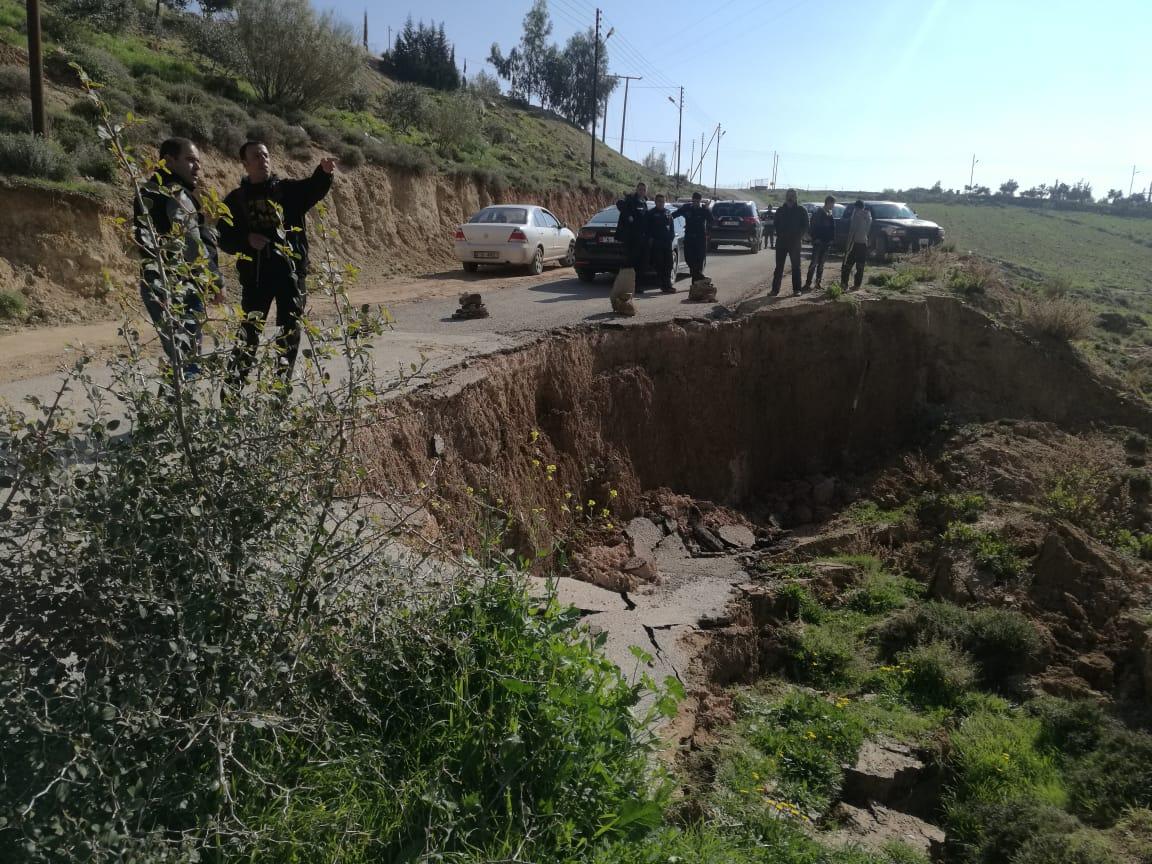جرش:انهيار جزئي لشارع زراعي في قضاء برما