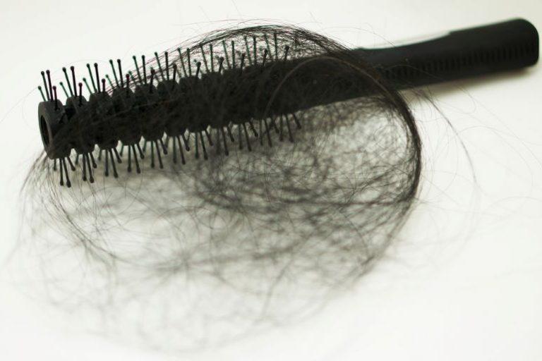 10 معاني لـ رؤية تساقط الشعر في المنام