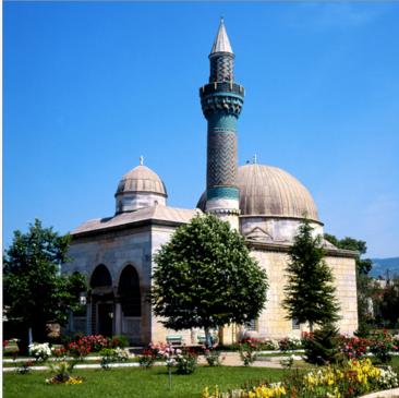 المسجد الأخضر Yeşil Cami مزيجا رائعا من فن العمارة