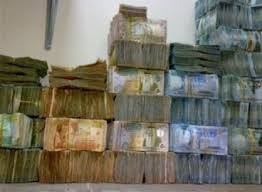 الحكومة تجمع ( 2.8)  مليار دينار من الضرائب حتى نهاية اب من العام الماضي