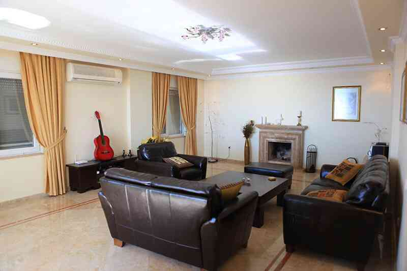اماراتي يحتال على شركة بعد ان أثّث منزله بـ250 ألف درهم