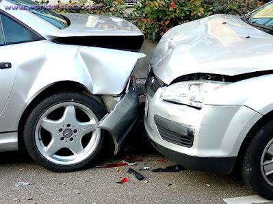 إربد :  ثلاث إصابات بحادث تصادم بين مركبتين في شارع البتراء