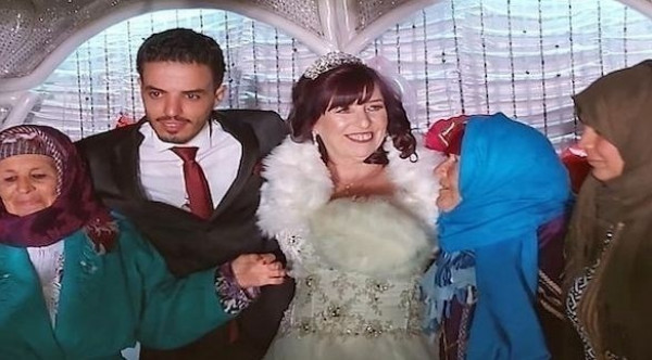 """خطأ على """"فيسبوك"""" يؤدي إلى زواج ستينية بريطانية من تونسي عشريني"""