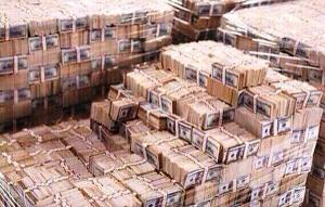 بالصور .. الحوثيون ينشرون صوراً تكشف حجم الكنوز و الاموال  بقصر الأحمر