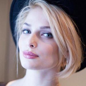 """بالصور: فنانة روسية """"مذهلة"""" تهزم نجمات هوليوود بجمالها الخاطف"""