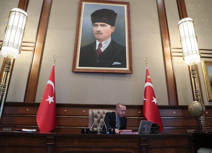 بالفيديو  ..  لحظة إعطاء أردوغان أوامر إطلاق العملية العسكرية شمال سوريا