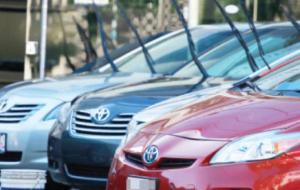 """مصادر حكومية : لا نية لتمديد لقرار شطب و استبدال السيارات """"الهايبرد"""""""