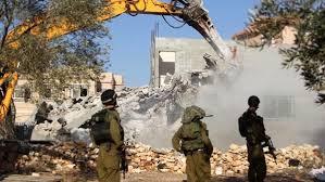 سلطات الاحتلال تهدم منزلا فلسطينيا في مدينة البيرة