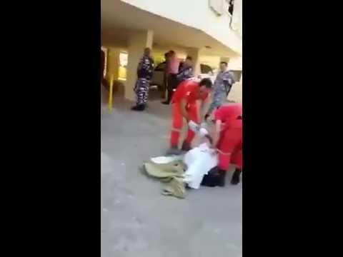 شاهد الفيديو ..رجل يرمي بزوجته من الطابق الثاني