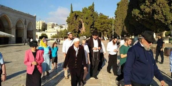 عشرات المستوطنين يقتحمون الأقصى بحماية قوات الاحتلال