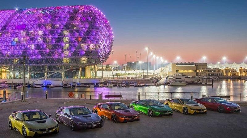 بالصور .. سيارات i8 ذات الألوان النادرة المتواجدة في أبوظبي