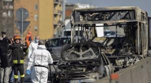 """إنقاذ (51) طالبا كاد سائق حافلتهم يحرقهم أحياء في إيطاليا  .. """"تفاصيل"""""""
