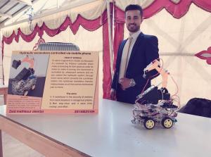 الطالب زيد عبيدات يحصد المركز الاول بمسابقة يوم الوفاء للدكتور علي نايفه