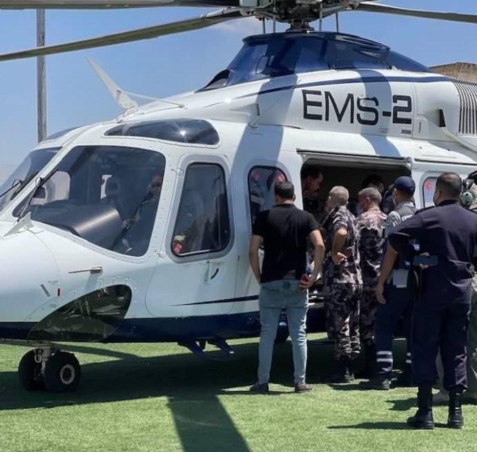 نقل العميد محمود عواد مدير شرطة مادبا إلى المدينة الطبية بعد اصابته بعارض و هو على راس عمله  ..  صورة