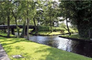 شاهد بالصور.. بلدة جيثورن حسناء الطبيعة في هولندا